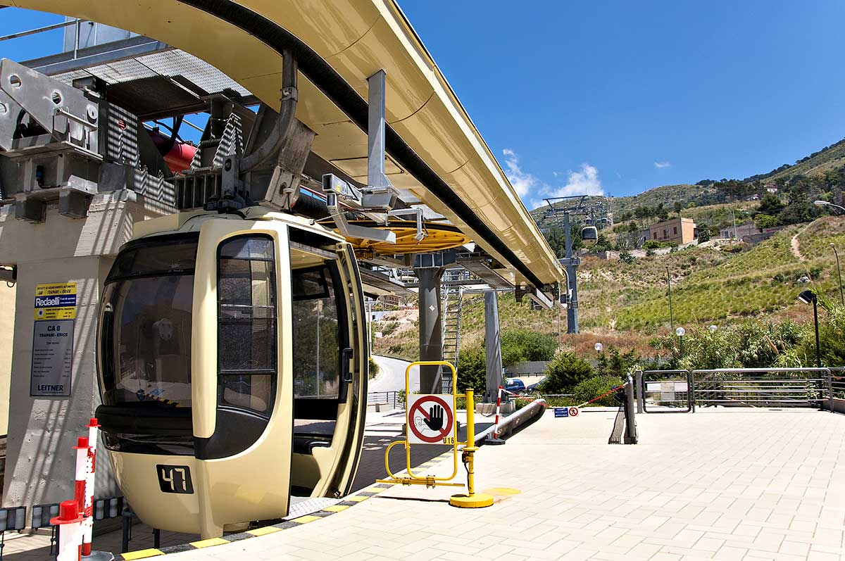 With the cable car from Trapani to Erice