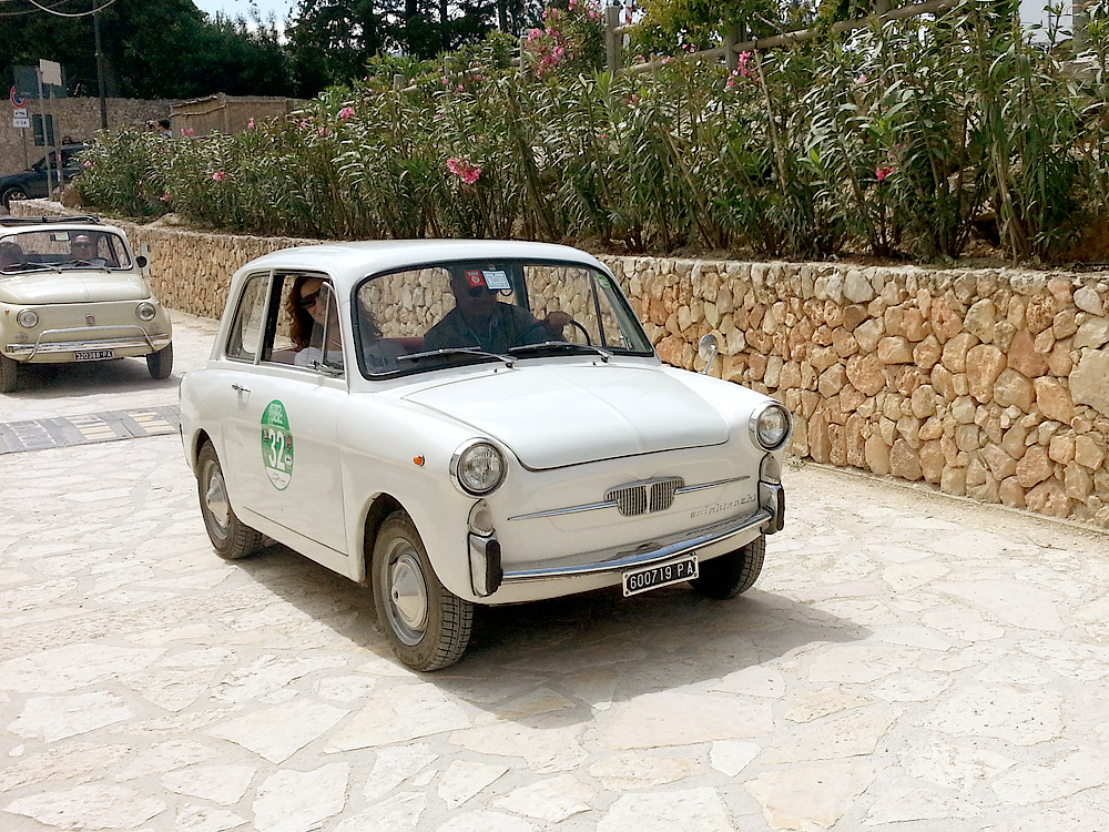 Classic cars in Scopello