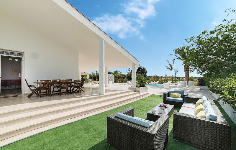 The outdoor furniture at Villa Liccumia