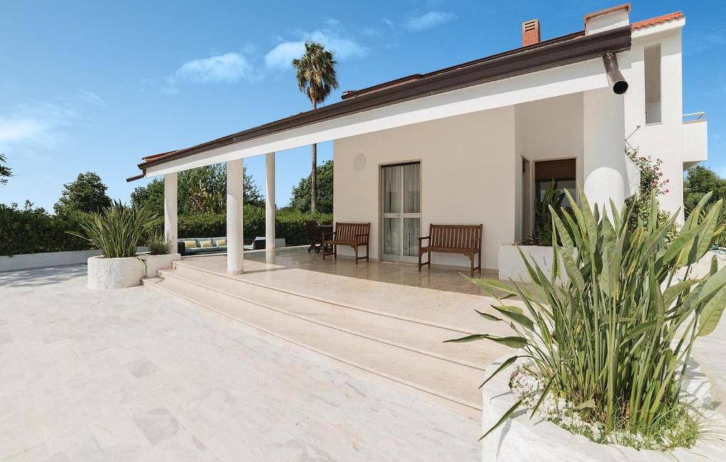 The porch of Villa Liccumia