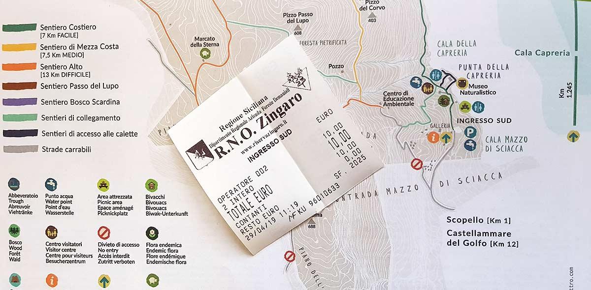 Het toegangskaartje en de wandelkaart van Lo Zingaro