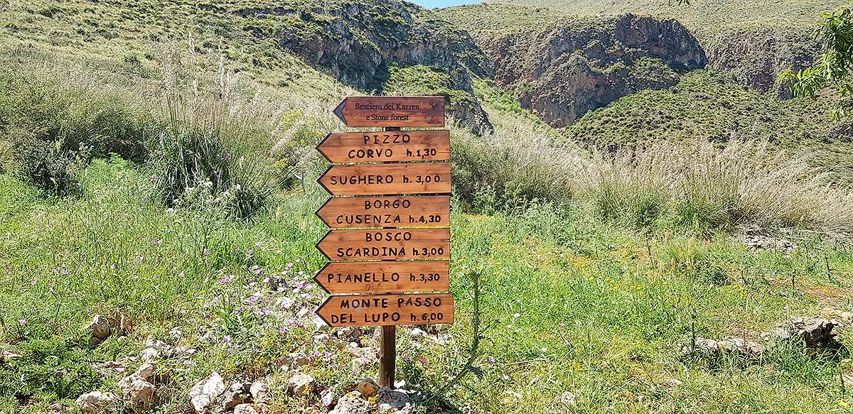 For those who enjoy brisk walking: the mountain routes in the Zingaro